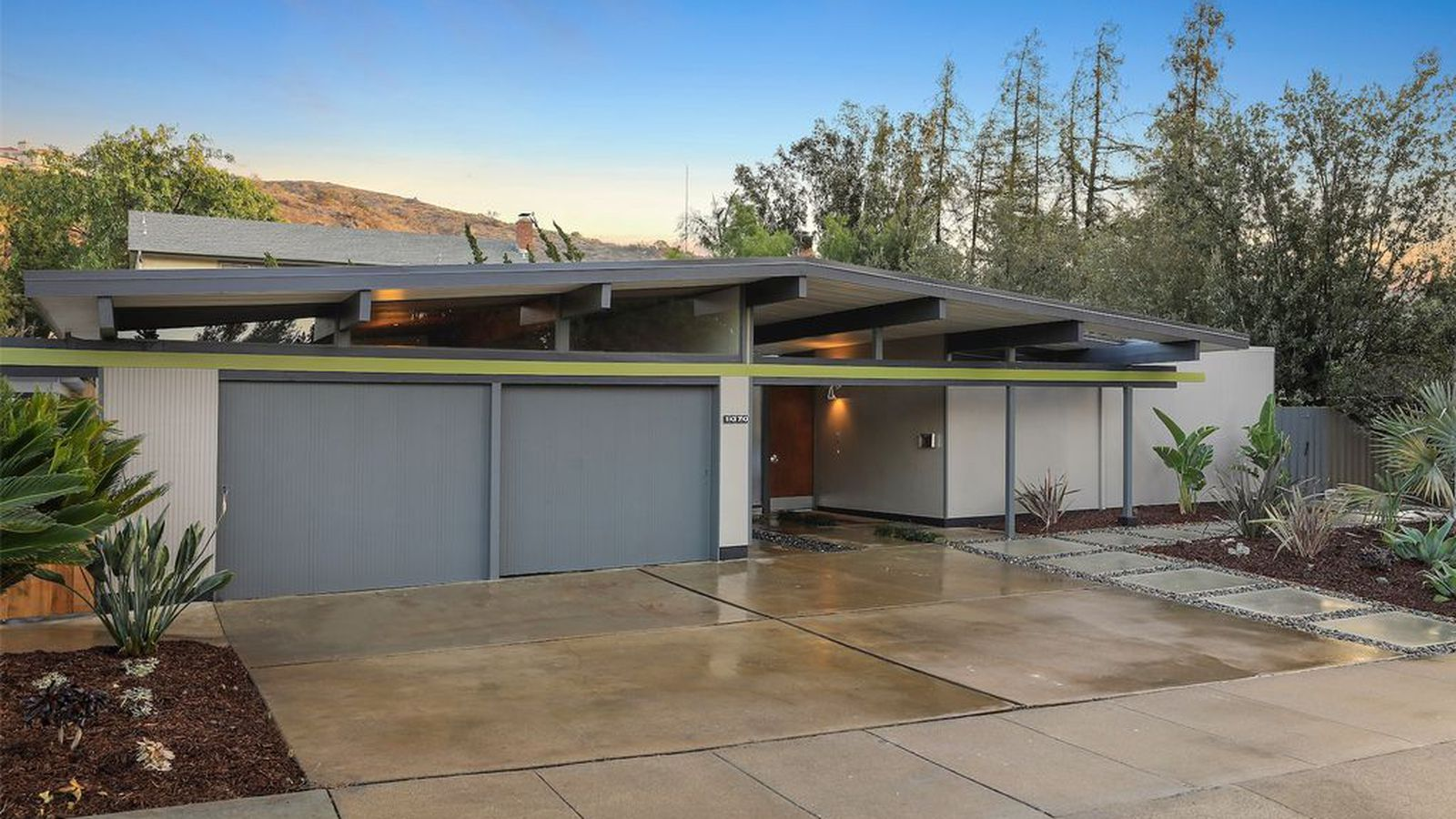 Eichler With Rare Floor Plan Goes On The Market For First