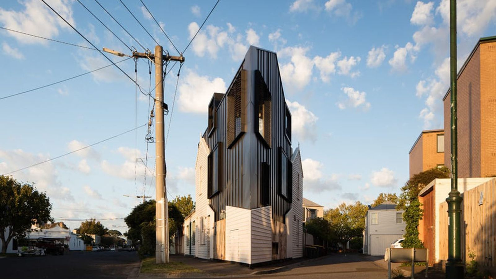 Head Turning Acute House Is Shaped Like A Wedge Curbed