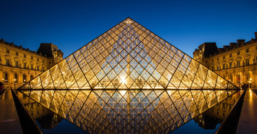 [Image: louvre_pyramid_after_sunset_by_digitalbr...qo.0.0.jpg]