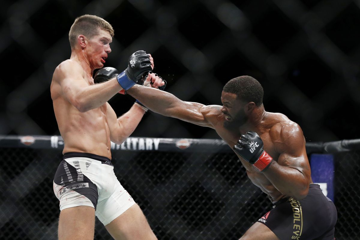 UFC 209: Tyron Woodley outpoints Stephen Thompson to retain title