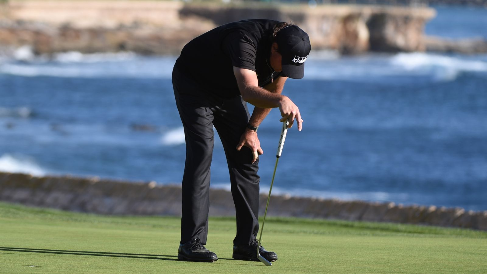 2016 pebble beach pro am results what we learned from phil mickelson 39 s giveaway. Black Bedroom Furniture Sets. Home Design Ideas