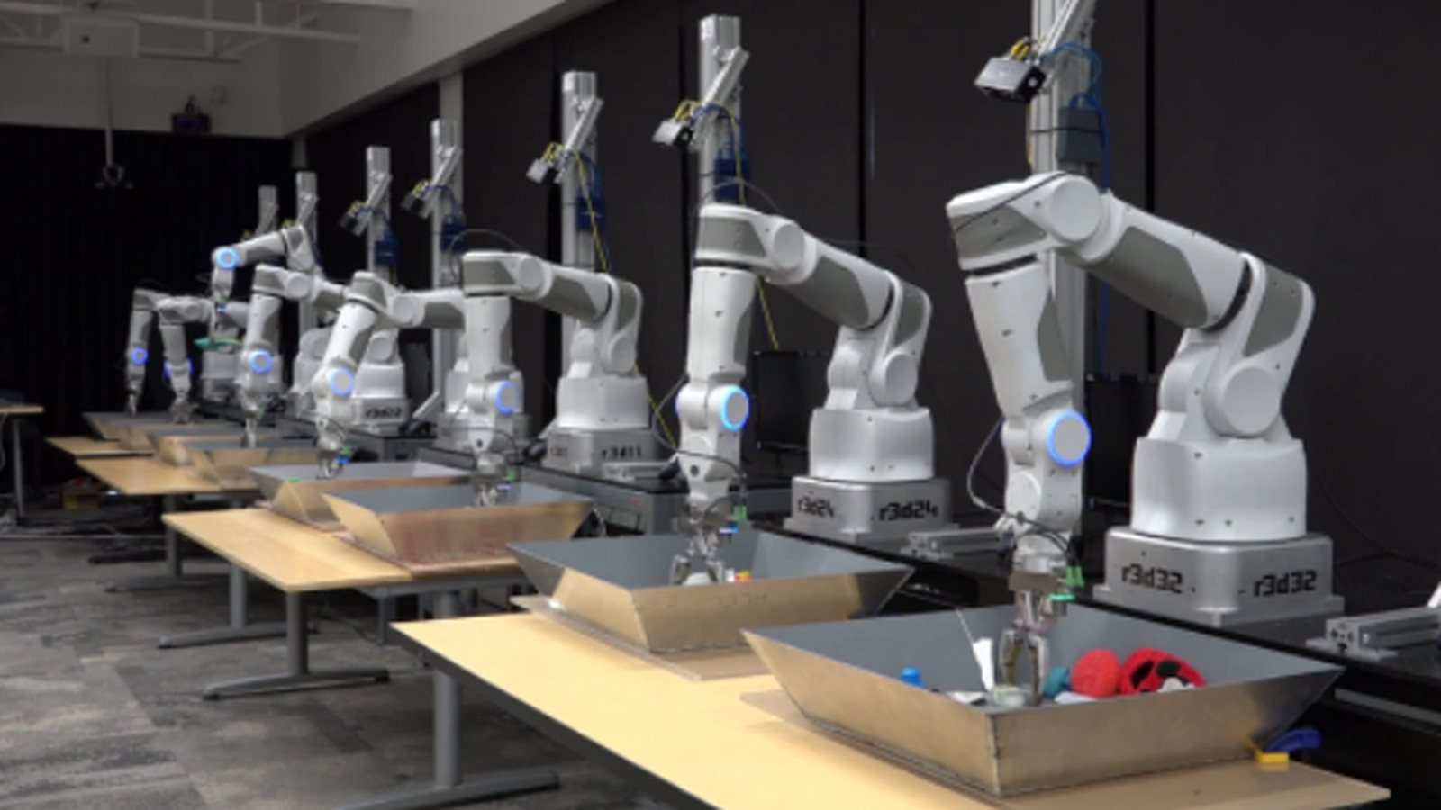 Google Hooked 14 Robot Arms Together So They Can Help Each