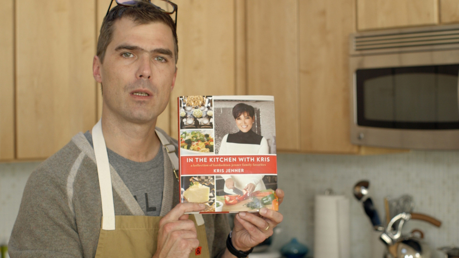 hugh acheson made nachos from kris jenner's cookbook so you don't