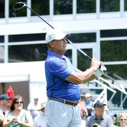 UConn women's basketball coach Geno Auriemma watches his drive on the 1st hole at the 2017 Travelers Championship Pro-Am.<br>