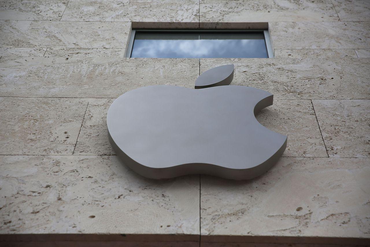 Irish throw fruity protest against Apple tax breaks