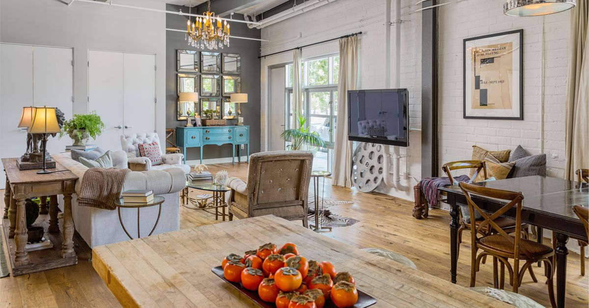 Bright south pasadena loft with oak floors seeks 795k for Pasadena floors
