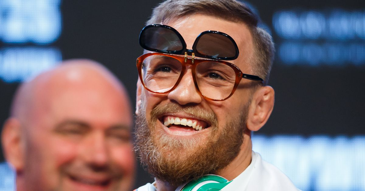 Paulie Malignaggi obsessed with Conor McGregor's empty ... Ufc Octagon Empty
