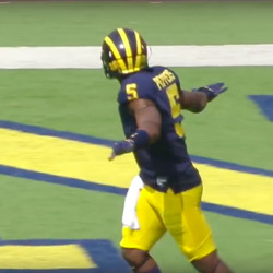 Make sure the folks in the back see you, young man. Wheel route has nothing on Jabrill.
