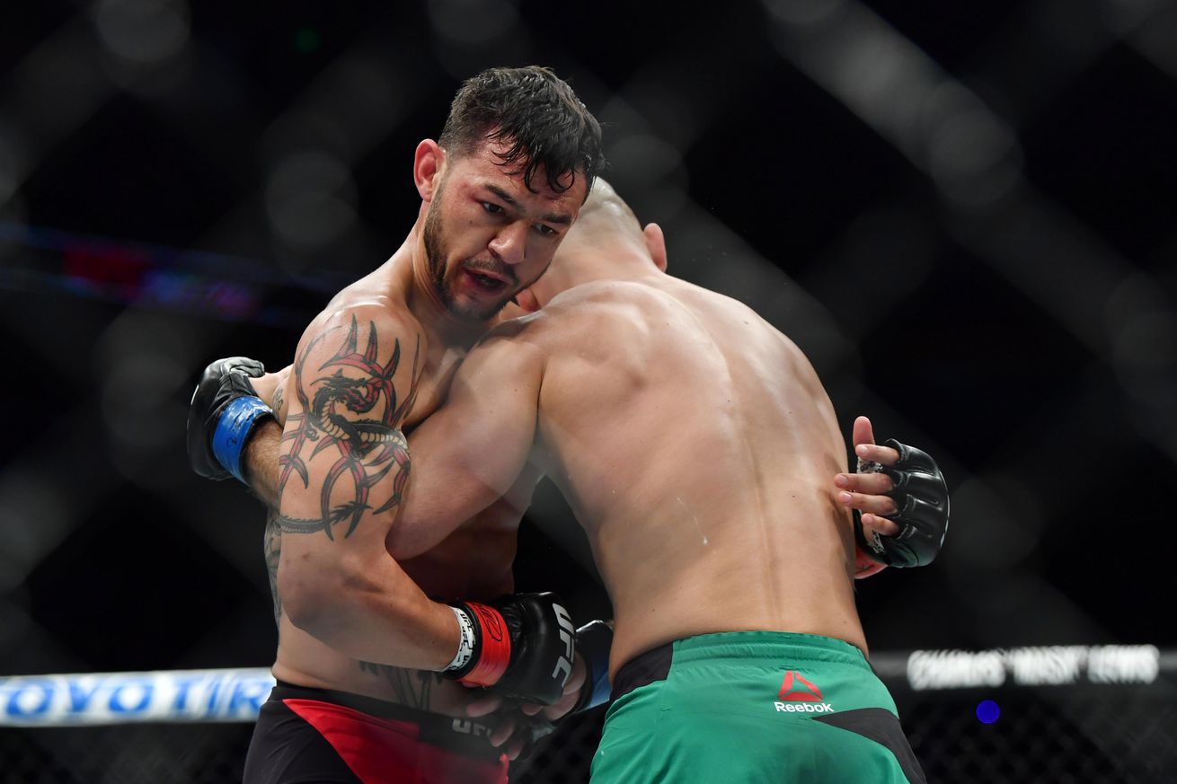 Cub Swanson breaks hand for 10th time during win over Artem Lobov at UFC Fight Night 108