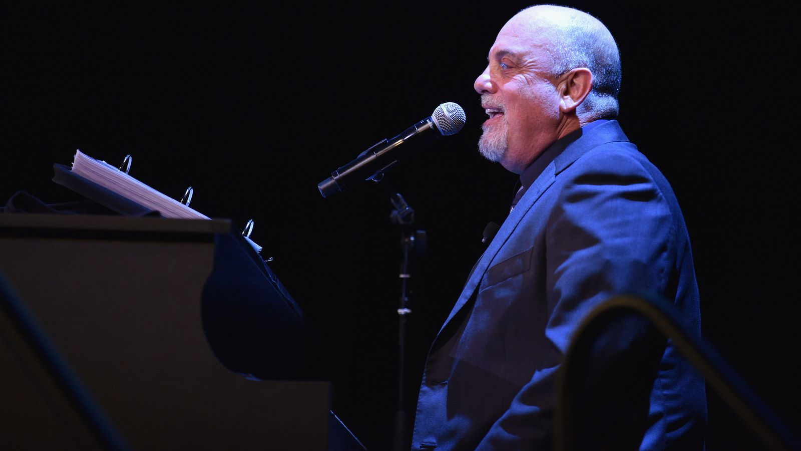 Billy Joel Plays Meet The Mets During October 21 Show At Madison Square Garden Amazin 39 Avenue