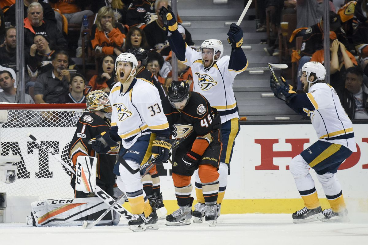 Ducks rally to defeat Predators, even series at 1-1