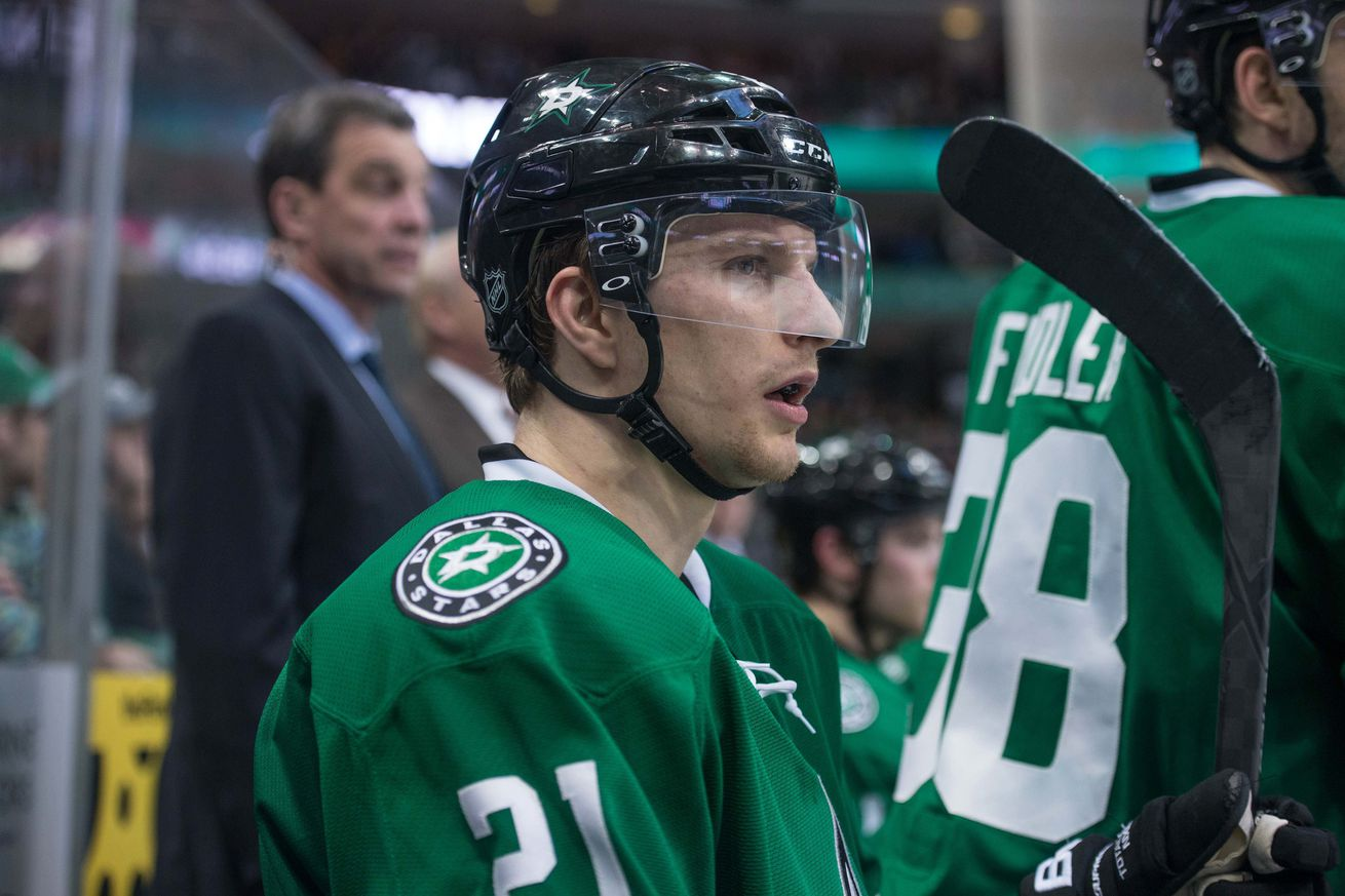 Report dallas stars restricted free agents antoine for Interieur sport antoine roussel