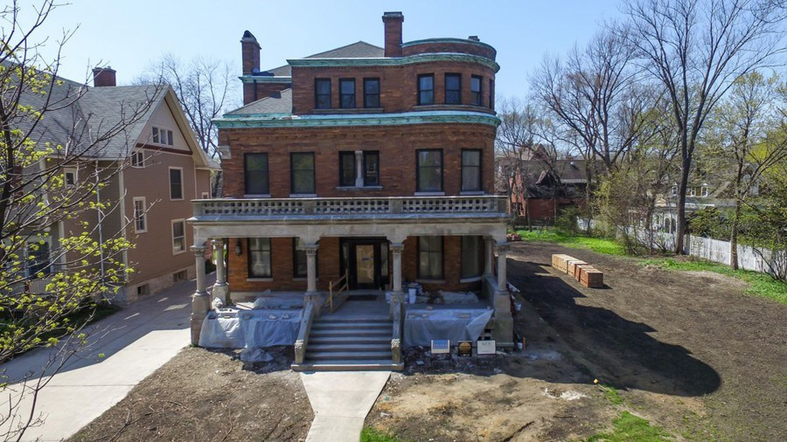Landmark oscar mayer mansion receiving complete overhaul for Chicago mansion for sale