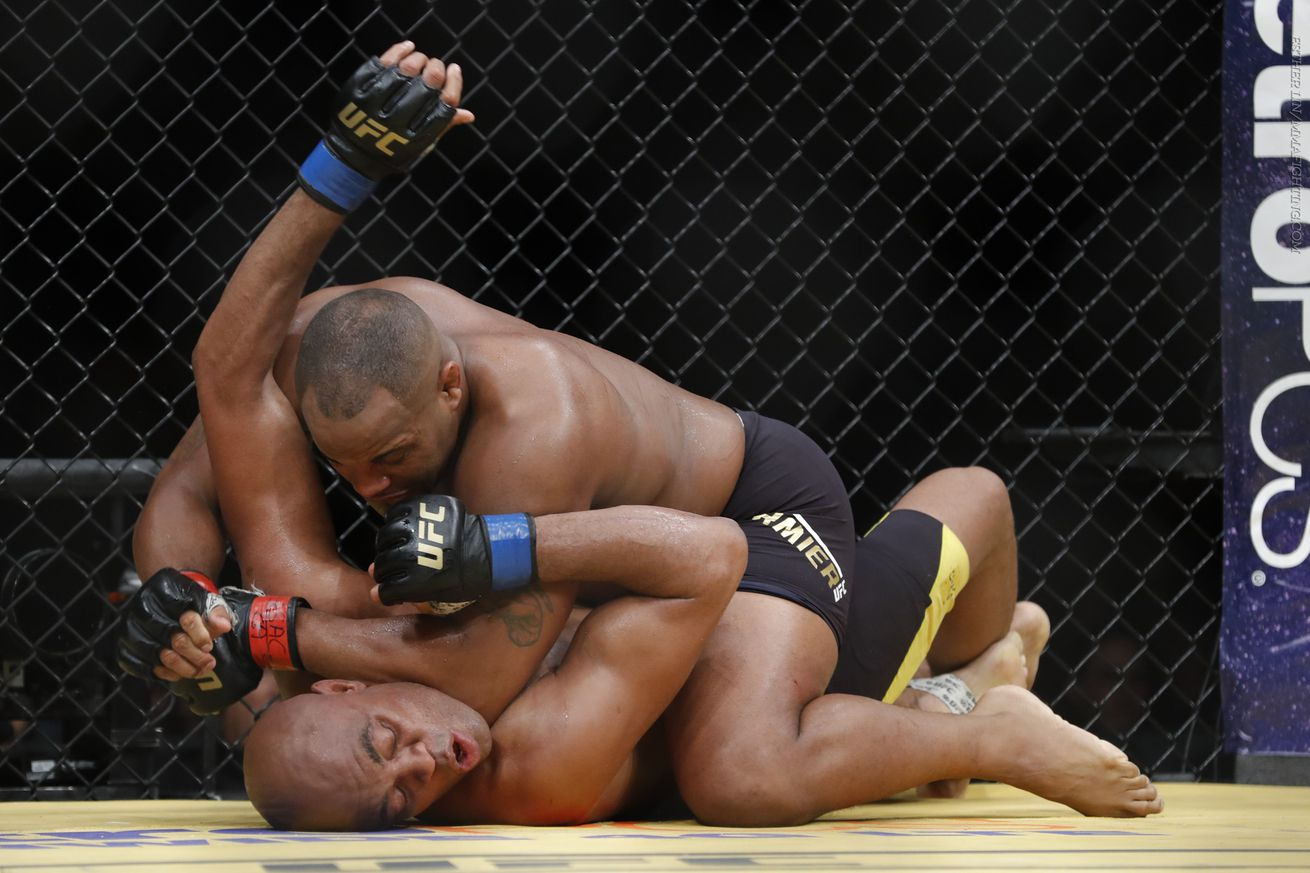 Chael Sonnen: Fans were booing at UFC 200, because they wanted to see Daniel Cormier get knocked out