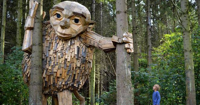 Artist Builds Wooden Giants For Sculpture Treasure Hunt