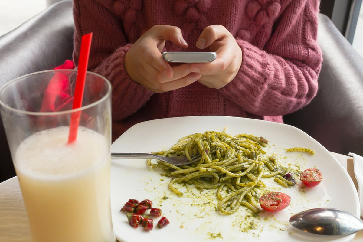 are smartphones to blame for slow service at restaurants  are smartphones to blame for slow service at restaurants