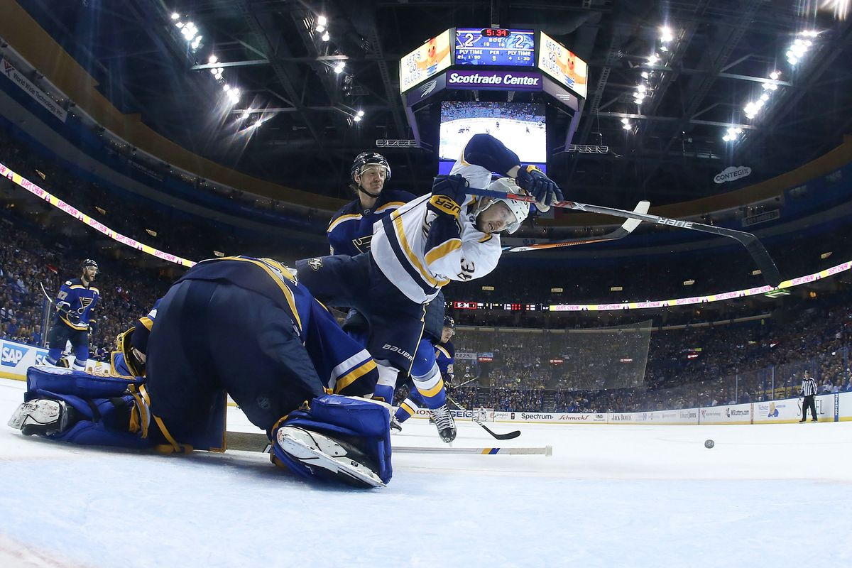 Blues beat Predators 3-2 to even series at 1-1