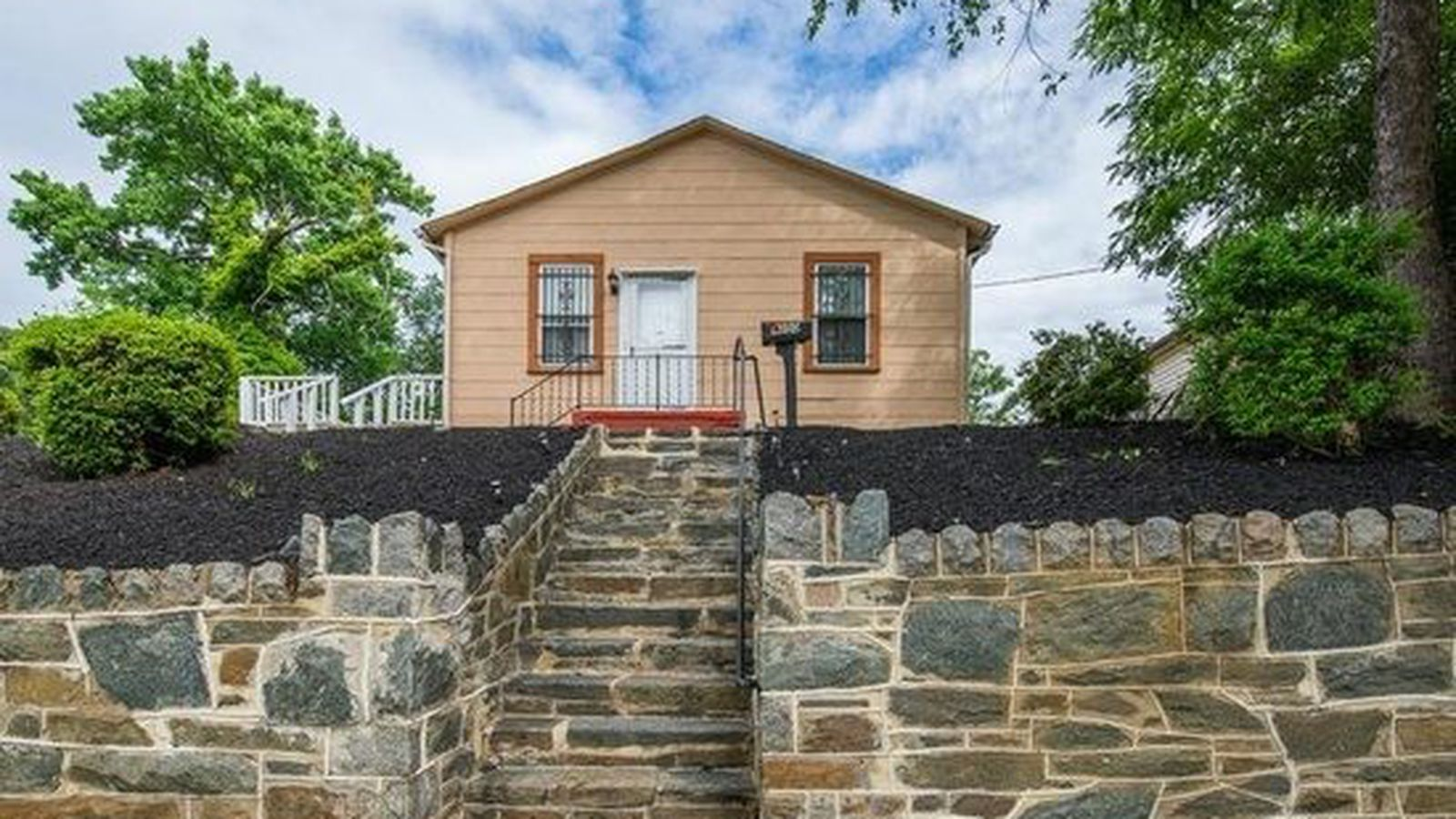 Cut this fort dupont home into pieces it 39 s a fantastic for Dupont house
