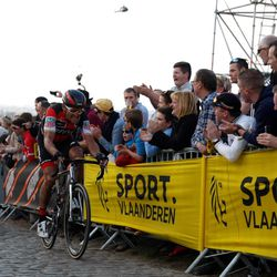 Van Avermaet and Terpstra after the crash