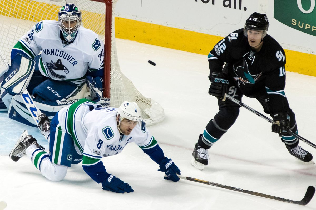 Sharks beat Canucks, lose Joe Thornton to apparent left leg injury