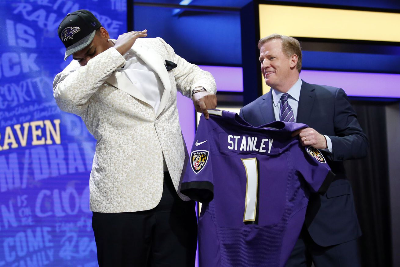 First round pick LT Ronnie Stanley officially signs with the ...