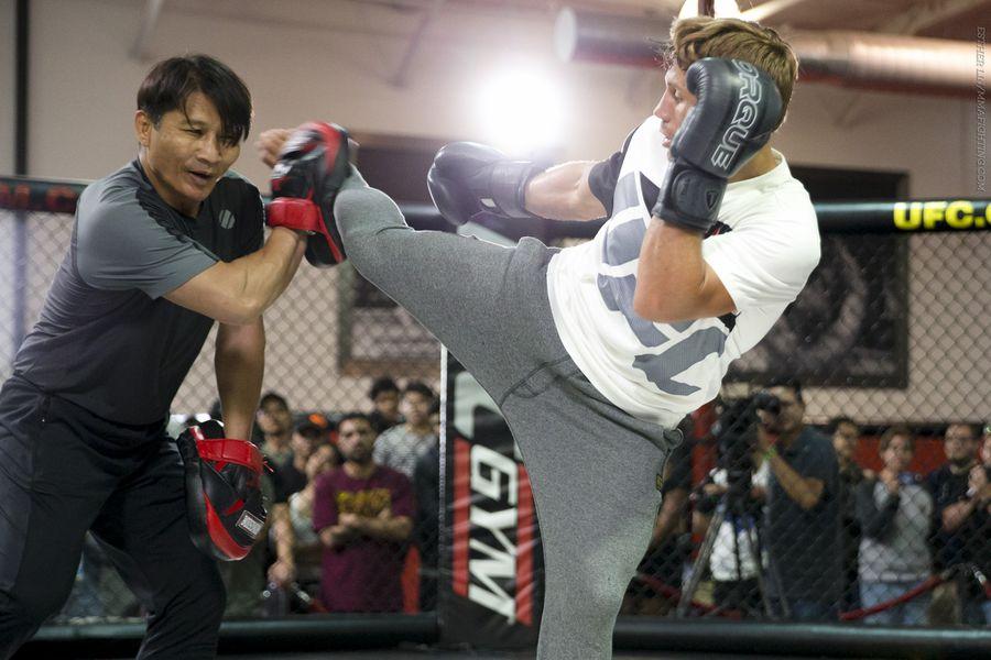 Sacramento Kings Center Demarcus Cousins With Renowned Ufc Fighter Urijah Faber At His Gym The