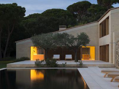 Gorgeous minimalist villa in Saint-Tropez now for sale