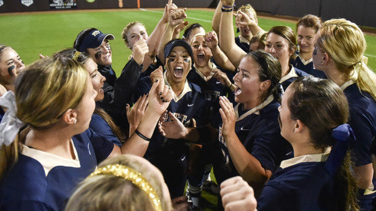 2015_softball_team.0.0