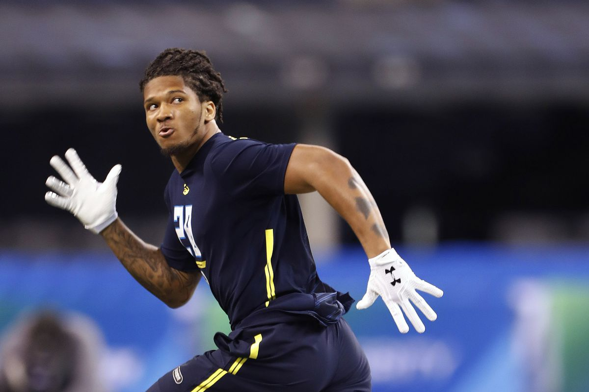 Sidney Jones carted off with apparent leg injury at Washington pro day