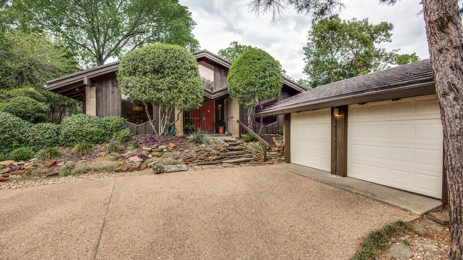 Frank Lloyd Wright Apprentice Designed This 60s Home