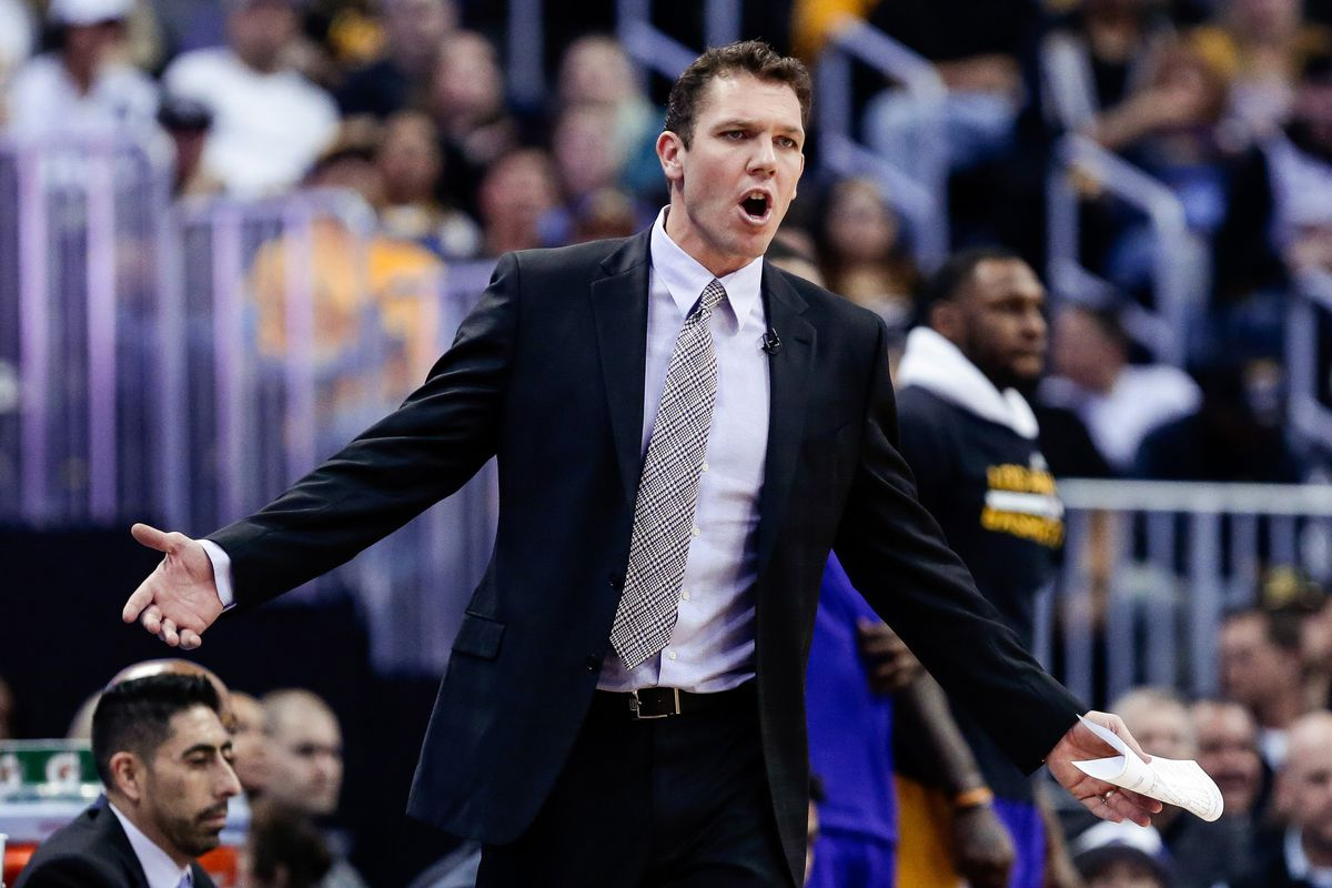 Luke Walton criticizes officials, Bucks staffer over on-court melee
