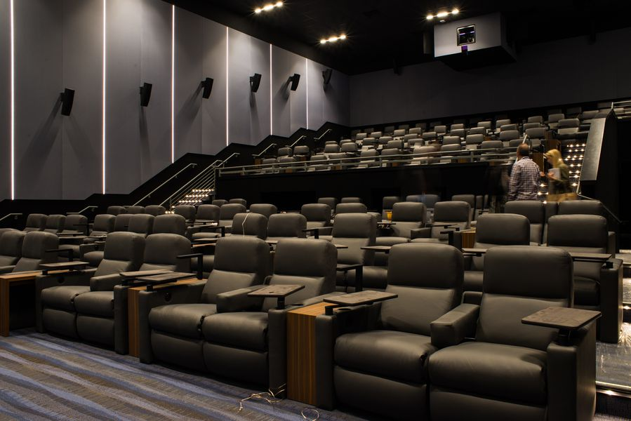 Theatres In Chicago With Food And Drink
