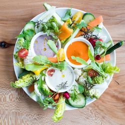 Vegetable platter with dips