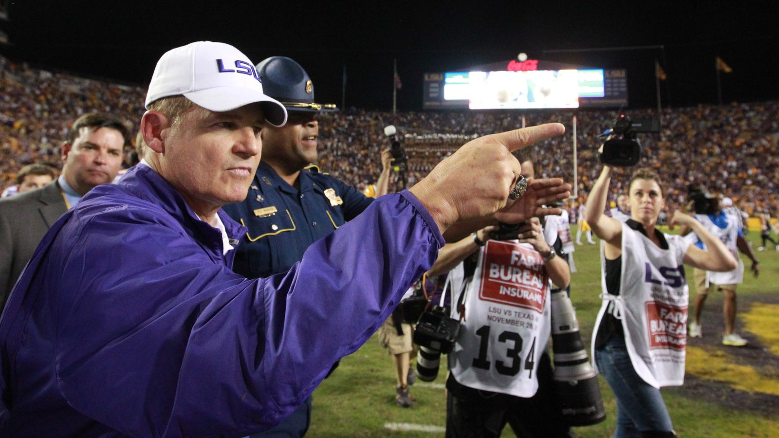 les miles dabbed on his hot seat. Black Bedroom Furniture Sets. Home Design Ideas