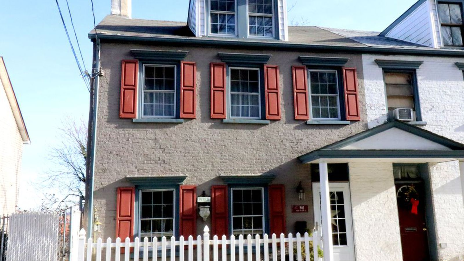 Petite townhouse in stapleton staten island seeks for Townhouse for rent nyc