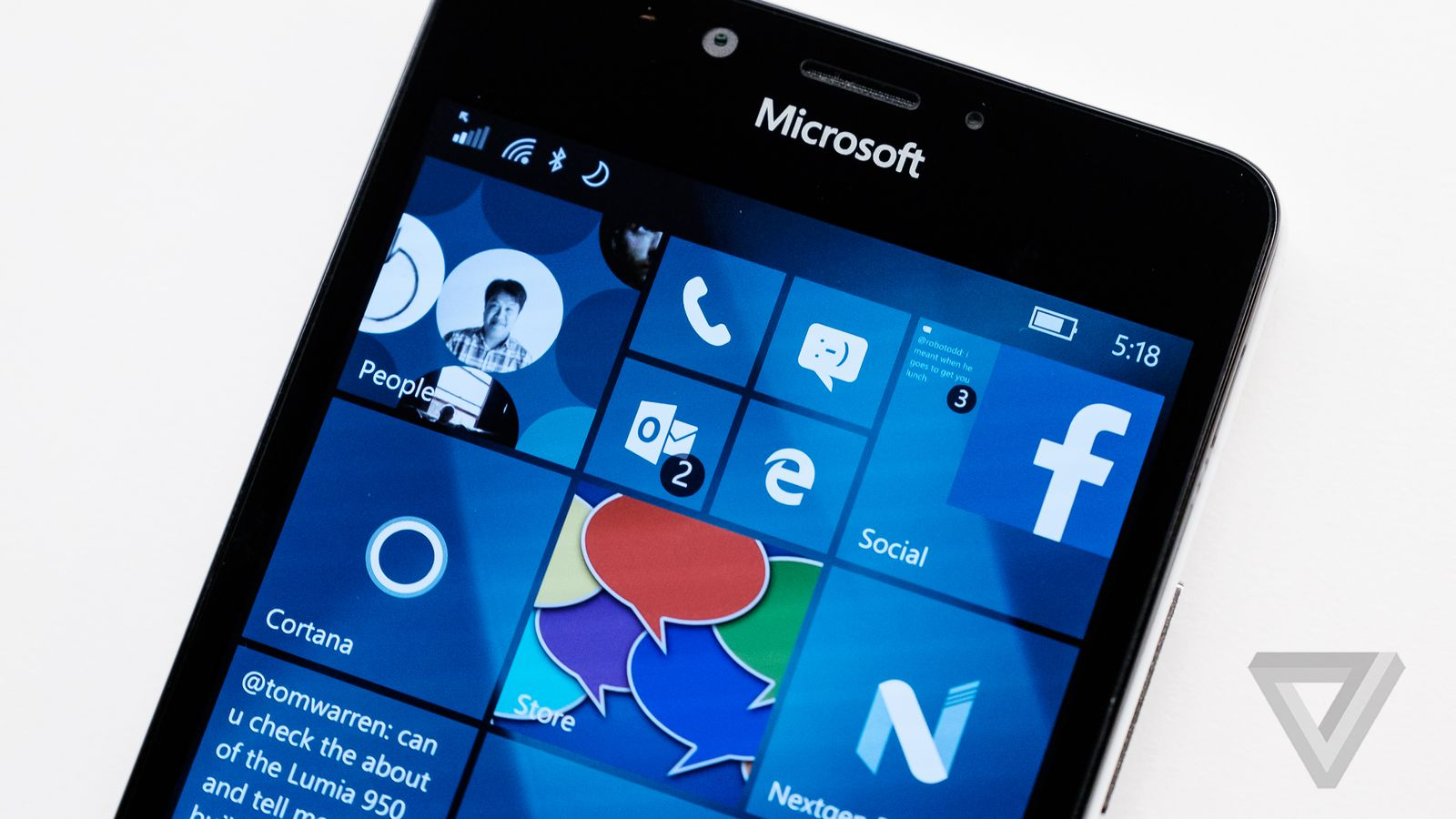 Microsoft begins rolling out Windows 10 Mobile Anniversary Update