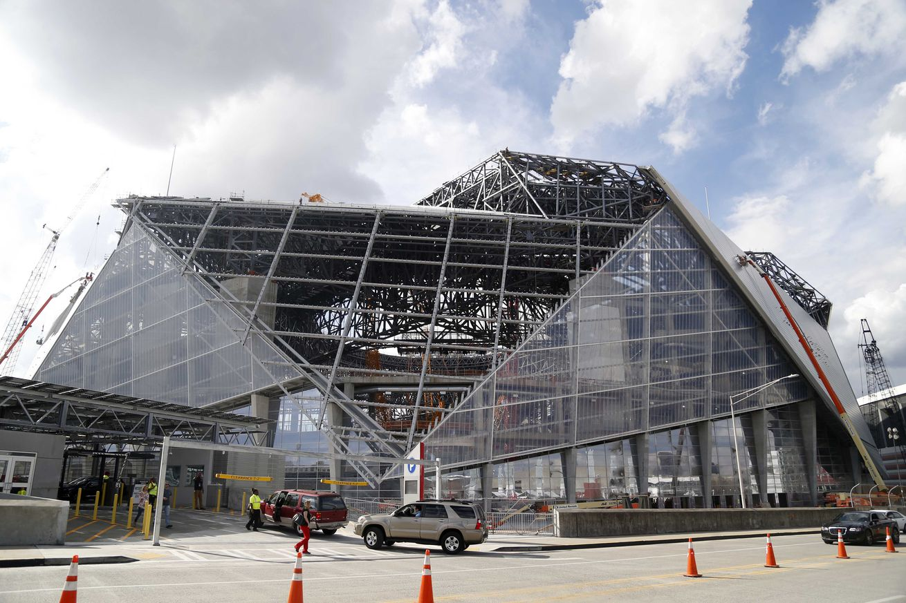 New Atlanta Falcons stadium's roof has some issues, opening may be delayed