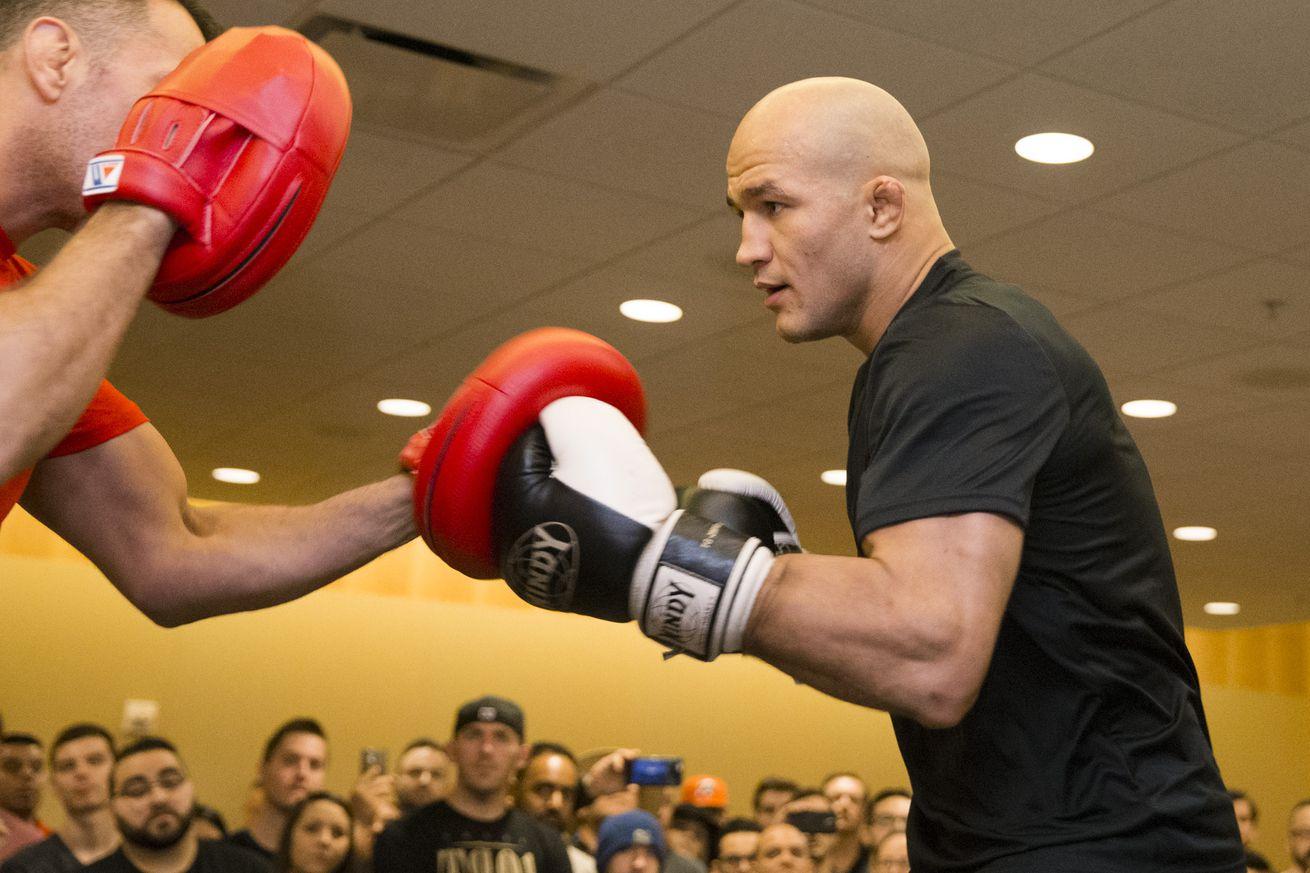 Junior dos Santos, Fabricio Werdum trade shots ahead of UFC 211