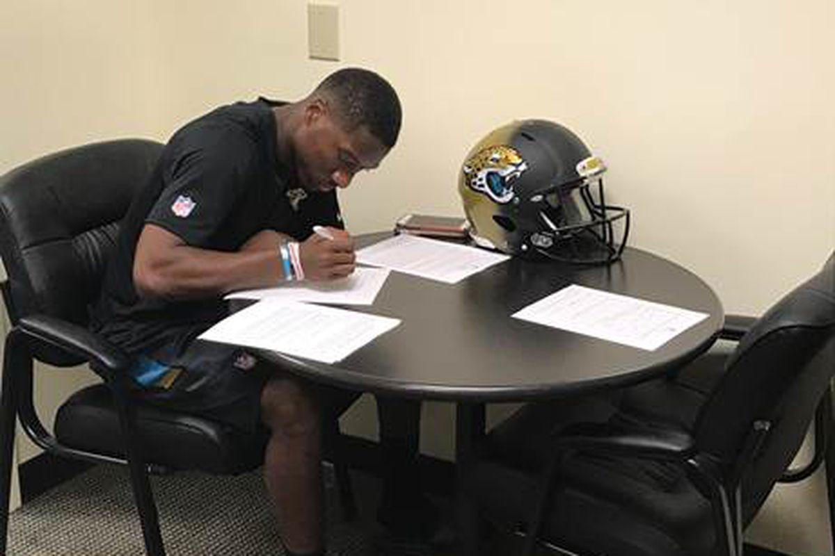 Jaguars sign draft picks Dede Westbrook, Blair Brown