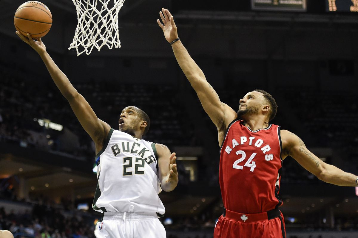 Giannis Antetokounmpo dominates as Bucks upset Raptors in Game 1