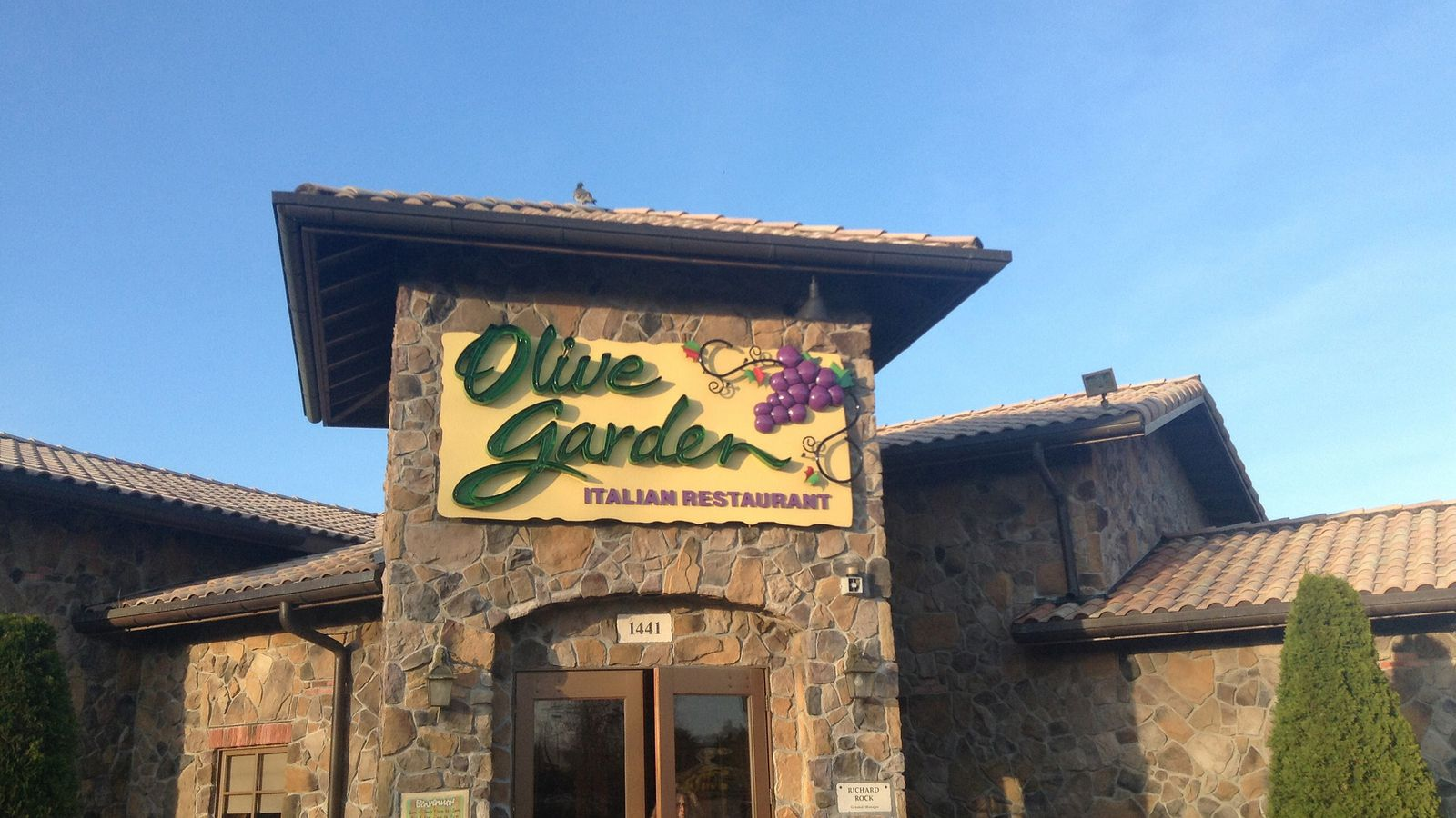 Olive Garden Kicks Out Armed Uniformed Cop During His Birthday Lunch Eater