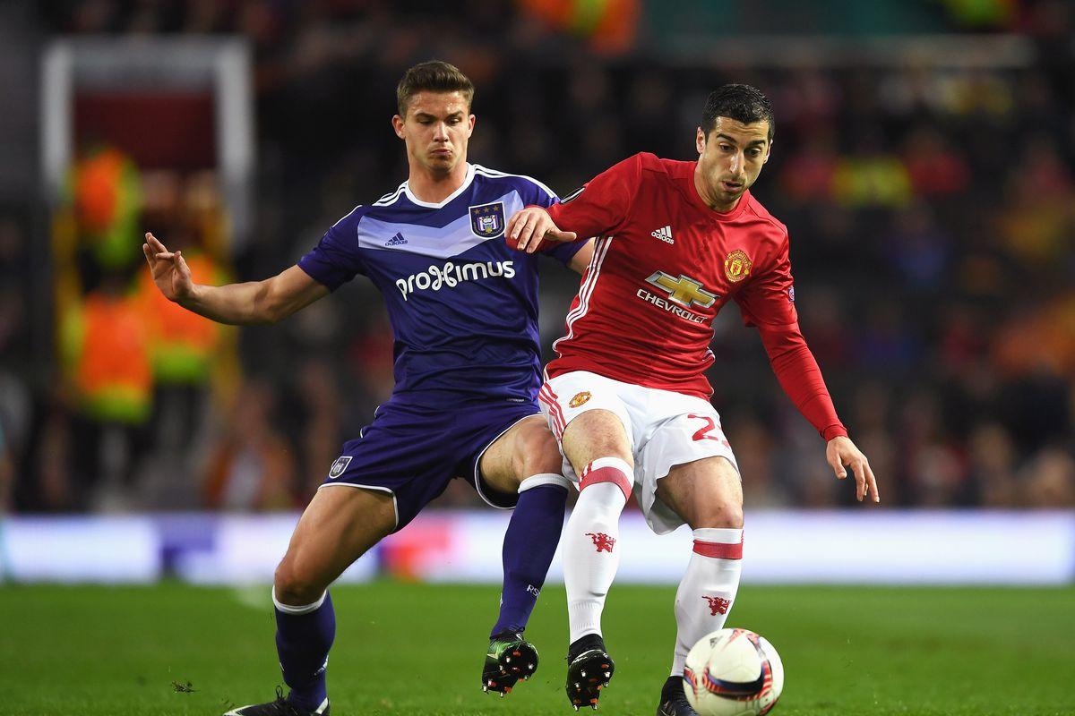 Manchester United's Pogba, Fellaini available for Celta Vigo clash