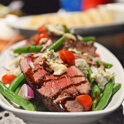 Maple crusted beef tenderloin with green beans & bleu cheese