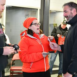 John LeClair signing autographs with fans after practice