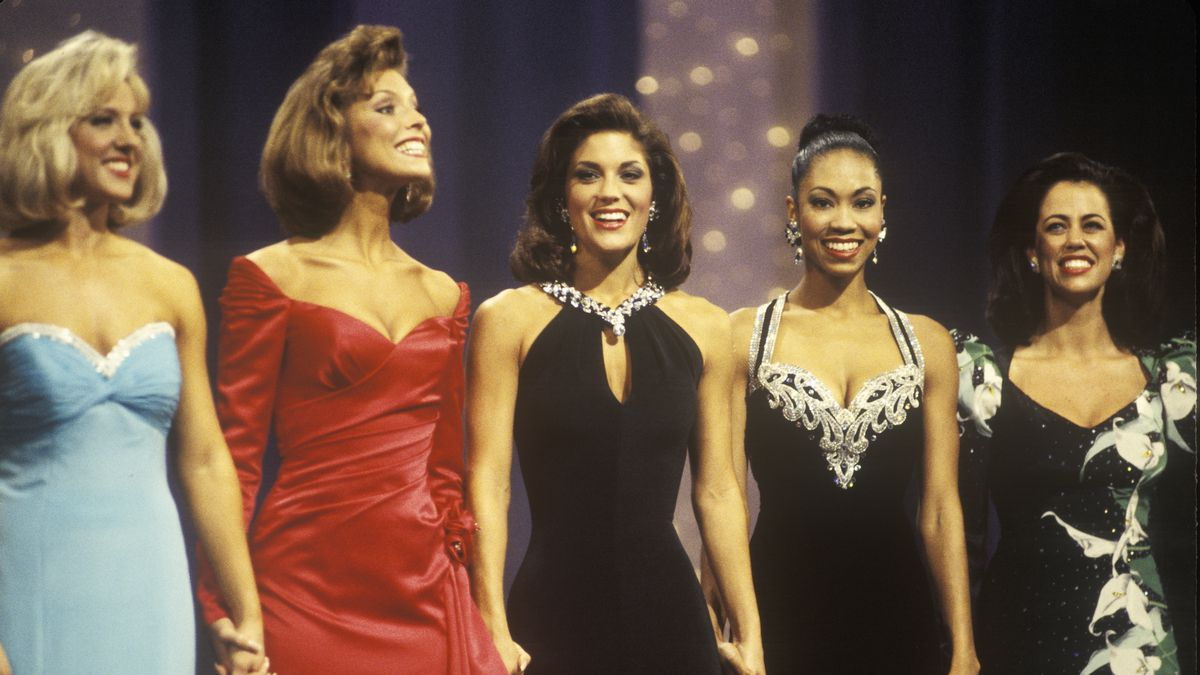 a look back at the sexist racist history of beauty pageants  contestants in the 1994 miss america pageant visions of america getty