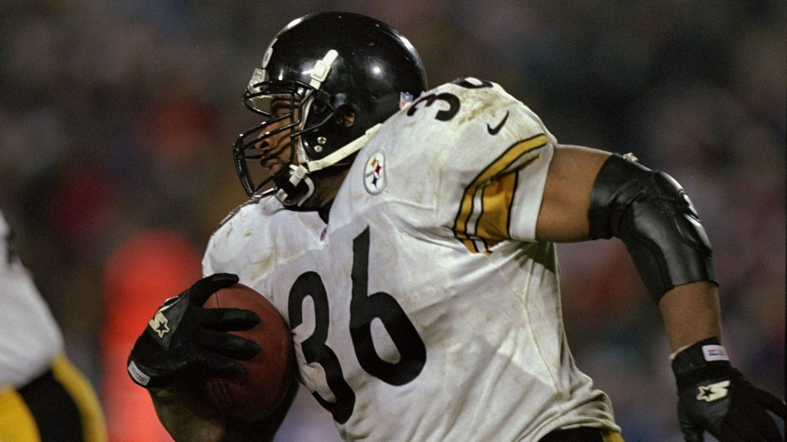 Steelers Film Room Flashback Friday  Jerome Bettis destroys the Tampa Bay  Buccaneers 7bb3bb4eb