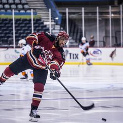 <strong>Anthony Duclair</strong> shoots on an empty net during warm-ups