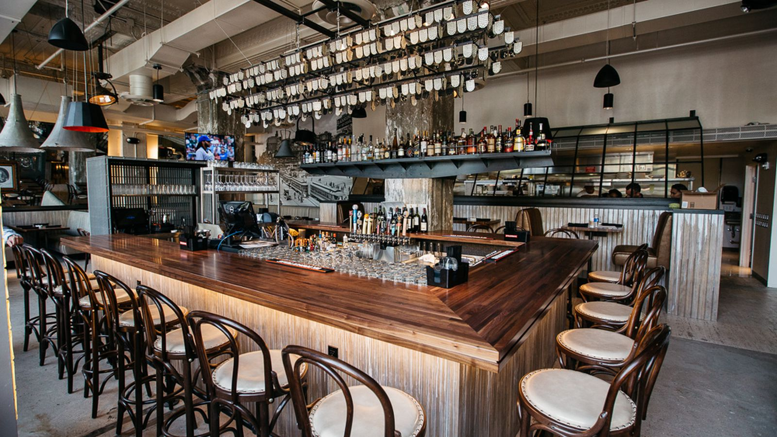Behold central kitchen bar downtown 39 s slick new gastro for Kitchen 8 restaurant