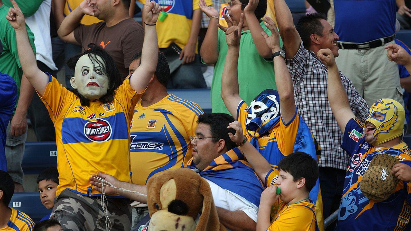 Santos Laguna Vs. UANL Tigres, 2011 Apertura Liguilla Final: Tigres Defeat Ten-Man Santos 1-0 ...