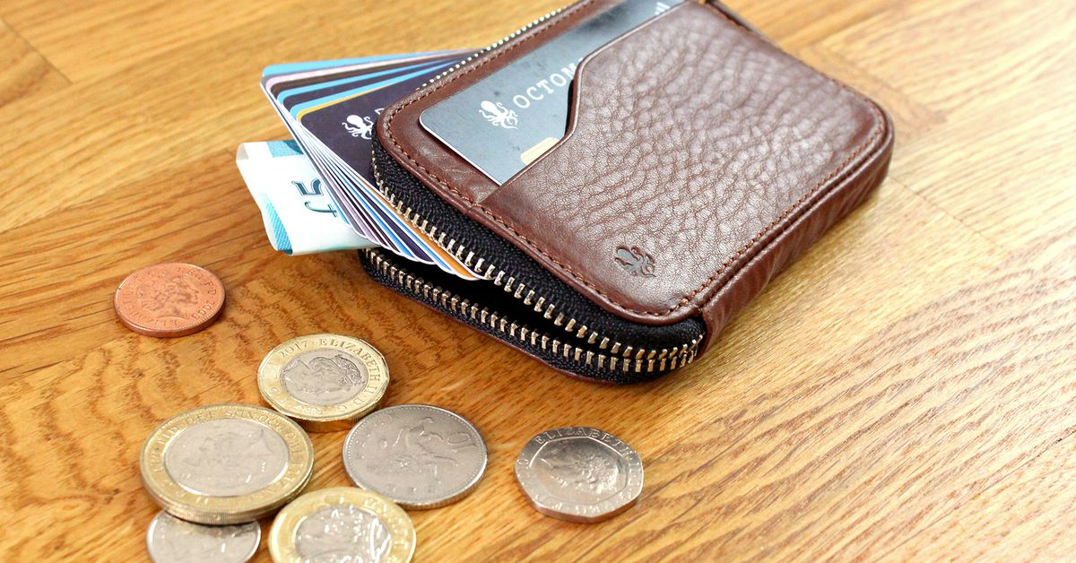 This Compact Coin wallet is for techies, not coins